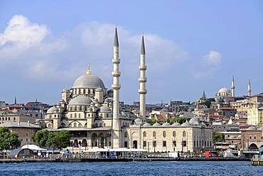 Yeni Cami or New Mosque, Eminonu district, Golden Horn, Halic, Bosphorus, Bogazici, Istanbul, Turkey