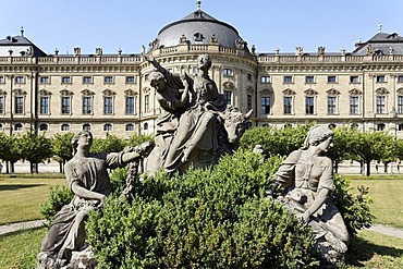 """Castle garden, south garden with sculptural group """"Rape of Europa"""", Wuerzburg Residence palace, Unesco World Heritage Site, Wuerzburg, Lower Franconia, Bavaria, Germany, Europe"""