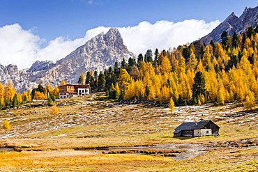 Faneshuette alpine cabin, Fanes-Sennes-Prags Nature Park, Hochpustertal valley above Pederue, Dolomites, South Tyrol, Italy, Europe
