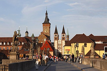 Alte Mainbruecke Bridge, Grafeneckart town hall and Wuerzburg Cathedral, Wuerzburg, Lower Franconia, Franconia, Bavaria, Germany, Europe, PublicGround