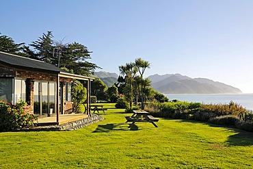 Surfwatch Hostel, bed & breakfast, Seaward Kaikoura Ranges at the back, Kaikoura, South Island, New Zealand