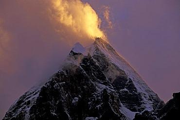 Peaks in clouds, Garhwal, near Gangotri, Uttaranchal, Uttarakhand Himalaya, Northern India, India, Asia