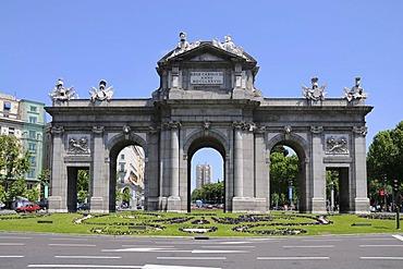 Puerta de Alcala, Plaza de la Independencia, historic centre of Madrid, Castile, Spain, Europe, PublicGround