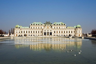 Oberes or Upper Belvedere, Palace Museum, with pond at front, Schloss Belvedere castle, Wien, Vienna, Austria, Europe