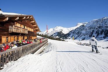 Rud-Alpe mountain lodge, restaurant, snowboarder, Lech am Arlberg, Vorarlberg, Austria, Europe