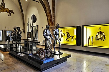Hall with medieval armour, full plate armour from southern Germany, 16th Century, Bavarian National Museum, Prinzregentenstrasse 3, Munich, Bavaria, Germany, Europe
