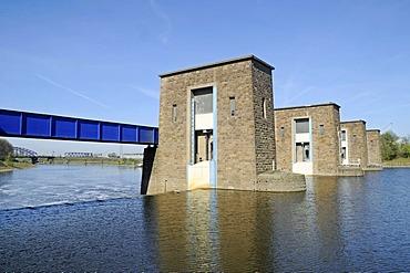 Ruhrschleuse lock of the Ruhr river, Duisburg, Ruhrgebiet region, North Rhine-Westphalia, Germany, Europe