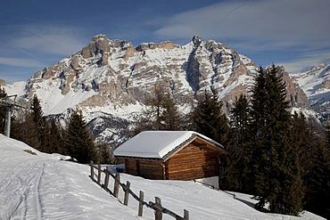 Hut, Badia, Val Badia, Fanes-Sennes-Prags Nature Park, Dolomites, South Tyrol, Italy, Europe