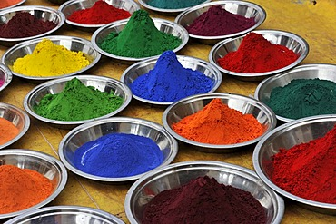 Coloured henna powder, Orchha, Madhya Pradesh, North India, India, Asia