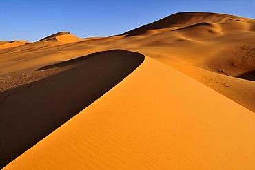 Sanddunes of the In Tehak region, Acacus Mountains or Tadrart Acacus range, Tassili n'Ajjer National Park, Unesco World Heritage Site, Algeria, Sahara, North Africa