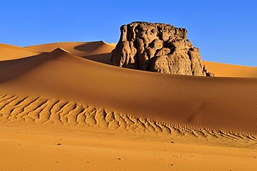 Rock formation in the dunes of Moul N'Aga, Tadrart, Tassili n'Ajjer National Park, Unesco World Heritage Site, Algeria, Sahara, North Africa