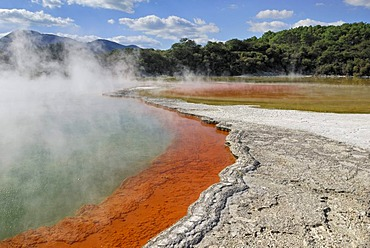Champagne Pool, edge, coloration through antimony sulfides, Wai-O-Tapu Thermal Wonderland, Roturoa, North Island, New Zealand