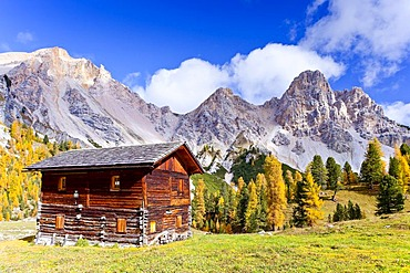 Hochpustertal Valley near Pederue in front of Eisengabel and Col Bechei Mountains, Fanes-Sennes-Prags Nature Park, Dolomites, Alto Adige, Italy, Europe