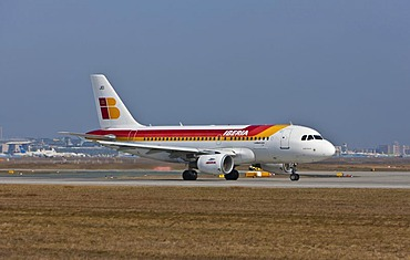 Iberia Airbus A319 during take-off at Frankfurt Airport, Frankfurt, Hesse, Germany, Europe