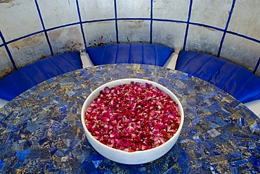 Lapis table with a bowl of flowers, Devigarh Palace Hotel, near Udaipur, Rajasthan, India, Asia