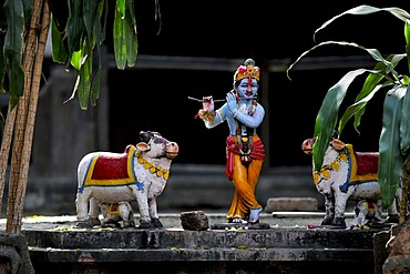 Shepherd god Krishna playing his flute, figures, Ahilya Fort, Ahilya near Indore, Madhya Pradesh, India, Asia