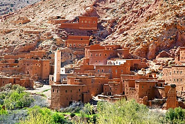 Berber village with traditional mud-brick houses, Telouet, Ounila Valley, High Atlas Mountains, Morocco, Africa