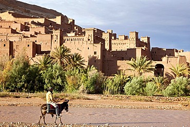 Traditional Berber adobe architecture, Kasbah in Ait Benhaddou, UNESCO World Cultural Heritage, Morocco, Africa