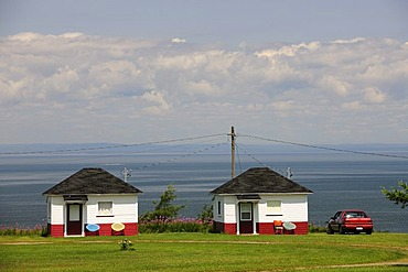 Holiday homes on the St. Lawrence River, Gaspe Peninsula, Gaspesie, Quebec, Canada