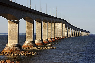 Confederation Bridge between mainland New Brunswick and Prince Edward Island, Canada, North America