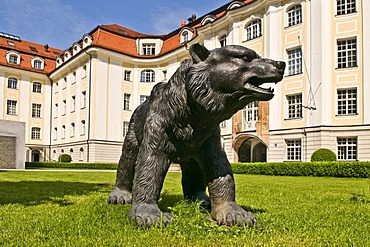 The Bear of Bull and Bear, symbols for rising and dropping share prices on the stock exchange, Munich, Bavaria, Germany, Europe