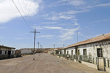 Housing for workers, buildings, road, Humberstone, salpetre works, abandoned salpetre town, ghost town, desert, museum, UNESCO World Heritage Site, Iquique, Norte Grande region, Northern Chile, Chile, South America