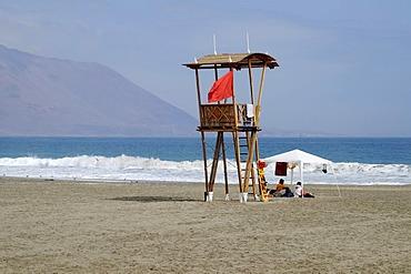 Guard tower, Playa Brava beach, coast, waves, Iquique, Norte Grande, northern Chile, Chile, South America