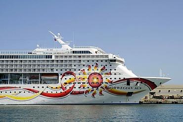 Norwegian Sun, Norwegian cruise ship, passenger ship, Arica, Norte Grande, northern Chile, Chile, South America