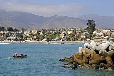 Small fishing boat, breakwater, harbor, sea, coast, Los Vilos, Pichidangui, small seaside resort, Norte Chico, northern Chile, Chile, South America