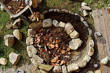 Constructiing a herb spiral