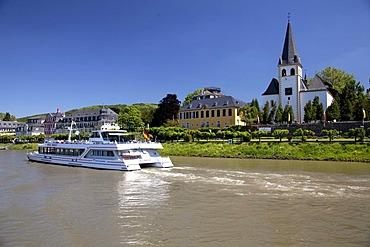 Rhine promenade, parish church of St. Pantaleon, passenger ship, Unkel, Rhineland, Rhineland-Palatinate, Germany, Europe