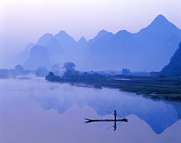 Typical scenery of limestone mountains and River Li at dawn, Guilin, Yangshou, Guangxi Province, China, Asia