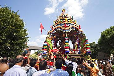 Chariot Festival participants, Shri Kanaga Thurkkai Amman Temple, Ealing, London, England, United Kingdom, Europe