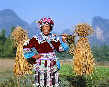 Farming woman dressed in ethnic costume, Guilin, Yangshou, Guangxi Province, China, Asia