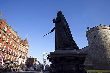 Queen Victoria statue, Windsor Castle, Windsor, Berkshire, England, United Kingdom, Europe