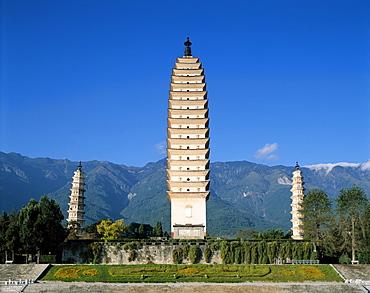 Three Pagodas dating from the Tang Dynasty, Dali, Yunnan Province, China, Asia