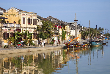 Town skyline and Thu Bon River, Hoi An, UNESCO World Heritage Site, Vietnam, Indochina, Southeast Asia, Asia