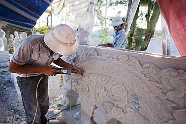 Sculptor working on marble statue, Marble Mountain, Hoi An, Vietnam, Indochina, Southeast Asia, Asia