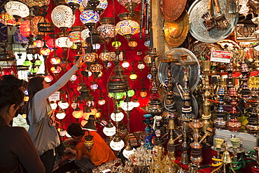 Souvenir shop, Grand Bazaar, Sultanahmet, Istanbul, Turkey, Europe