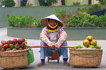 Street vendor, Dadonghai Beach, Sanya, Hainan Island, China, Asia