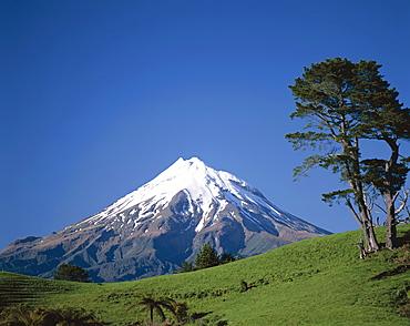 Mount.Egmont (Mount Taranaki), Egmont National Park, Taranaki, North Island, New Zealand, Pacific