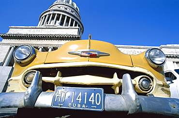 Vintage cars and Capitol Building (Capitolio), Havana (Habana), Cuba, West Indies, Central America