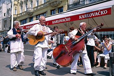 Street musicians, Bana Josipa Jelacica Square, Zagreb, Croatia, Europe