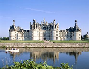 Chambord Castle (Chateau de Chambord) and Closson River, UNESCO World Heritage Site, Chambord, Loir et Cher, Loire Valley, France, Europe