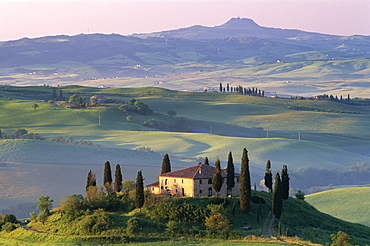 Farmhouse and countryside, Val d'Orcia, UNESCO World Heritage Site, Tuscany, Italy, Europe - 834-3490