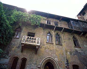 Juliet's Balcony (Casa di Giulietta), Verona, UNESCO World Heritage Site, Veneto, Italy, Europe