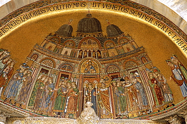 Mosaics on facade showing body of St. Mark being carried into the Basilica, St. Marks Basilica (Basilica di San Marco), UNESCO World Heritage Site, Venice, Veneto, Italy, Europe
