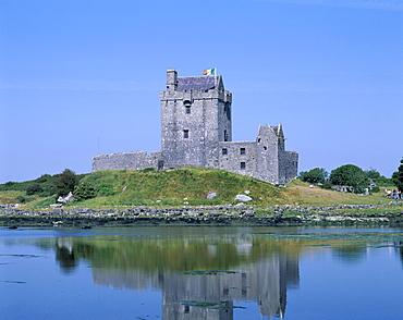 Dunguaire Castle, Kinvara, County Galway, Connacht, Republic of Ireland, Europe
