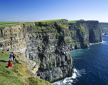 People on cliff top, Cliffs of Moher, County Clare, Munster, Republic of Ireland, Europe