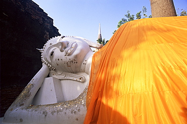 Reclining Buddha statue at Wat Yai Chai Mongkhon, Ayutthaya Historical Park, Ayutthaya, Thailand, Southeast Asia, Asia